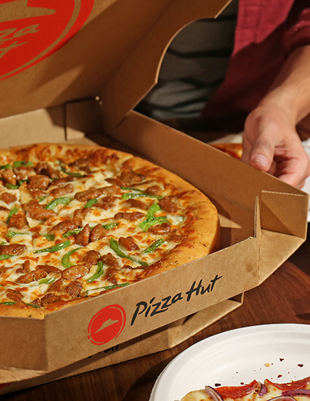 The Sweet Sights Of An Oven Hot Pizza Hut Pizza Get Yours Delivered Tonight Food Food And Drink Yummy Snacks