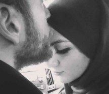 Kiss In The Forehead Means Respect Lacoxx Muslim Couples