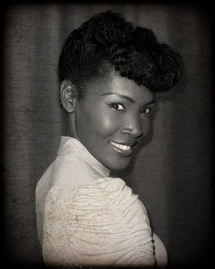 Pin-Up Model Angelique Noire 1950s Hairstyles, Ladies Hairstyles, Fancy  Hairstyles, African