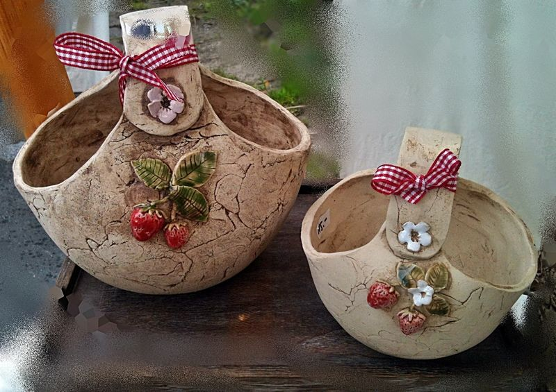 Übertöpfe - Keramik Erdbeerkörbchen gross und klein - ein Designerstück von Keramik-Biene bei DaWanda #slabpottery