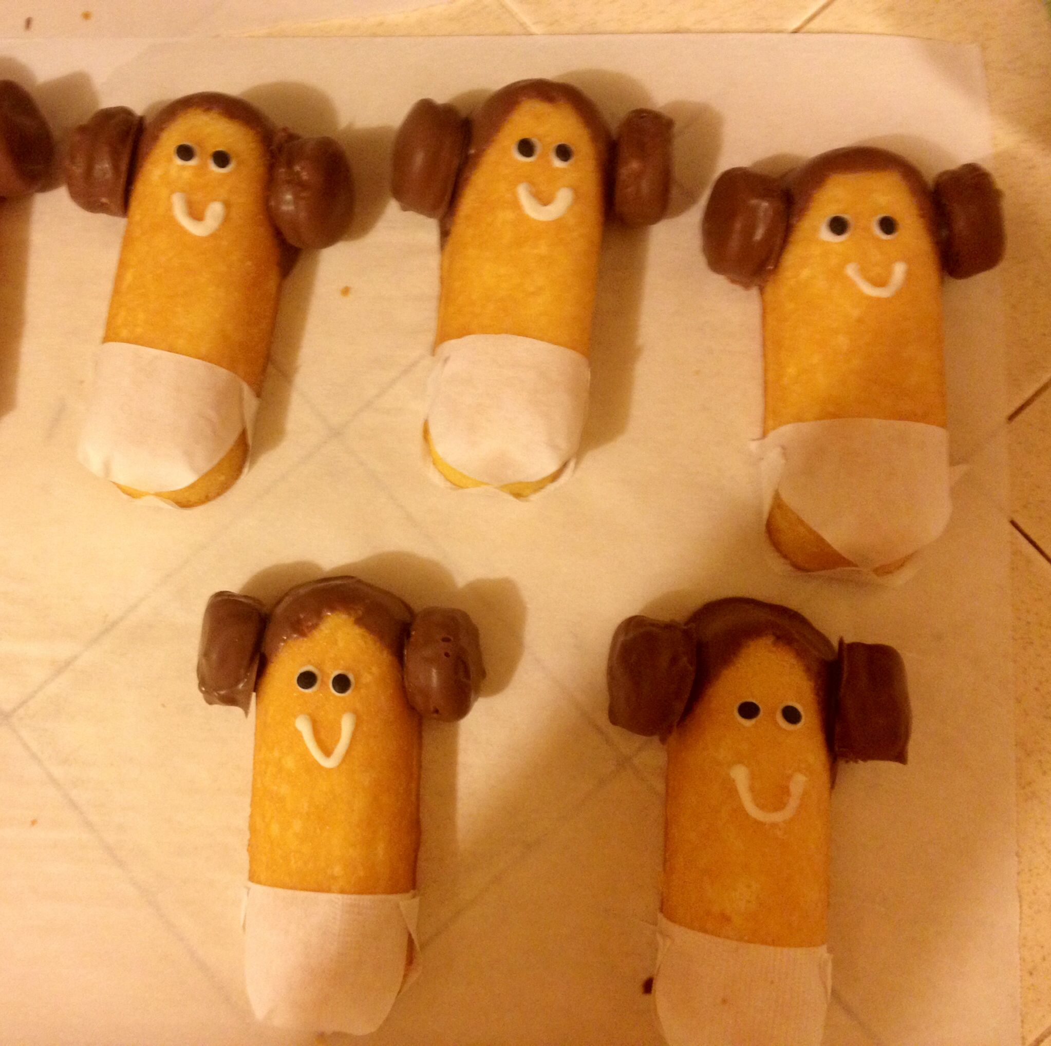 Dressed up these Twinkies for a Star Wars themed baby shower Meet