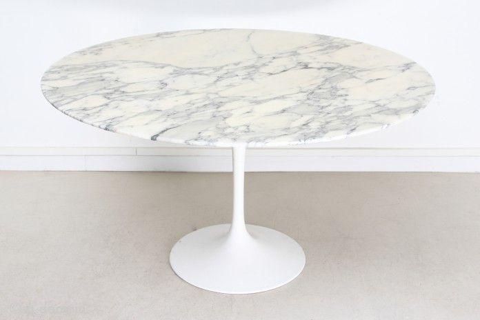 table a diner ronde avec pied tulipe par eero saarinen pour knoll 1958