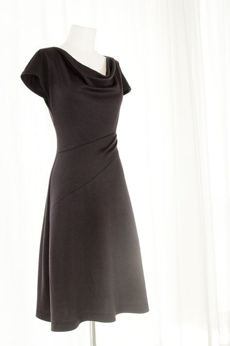 Free jersey dress pattern ~ nice for a flattering tummy effect as there is a little drape across the waistline plus if the right jersey chosen, this will give a little ease too