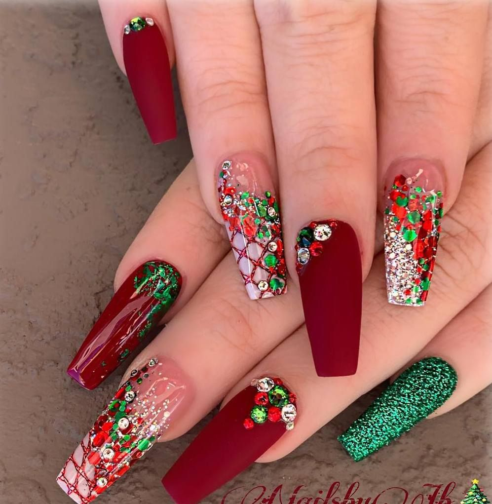 32 Holiday Nail Art Ideas To Get You Into The Christmas