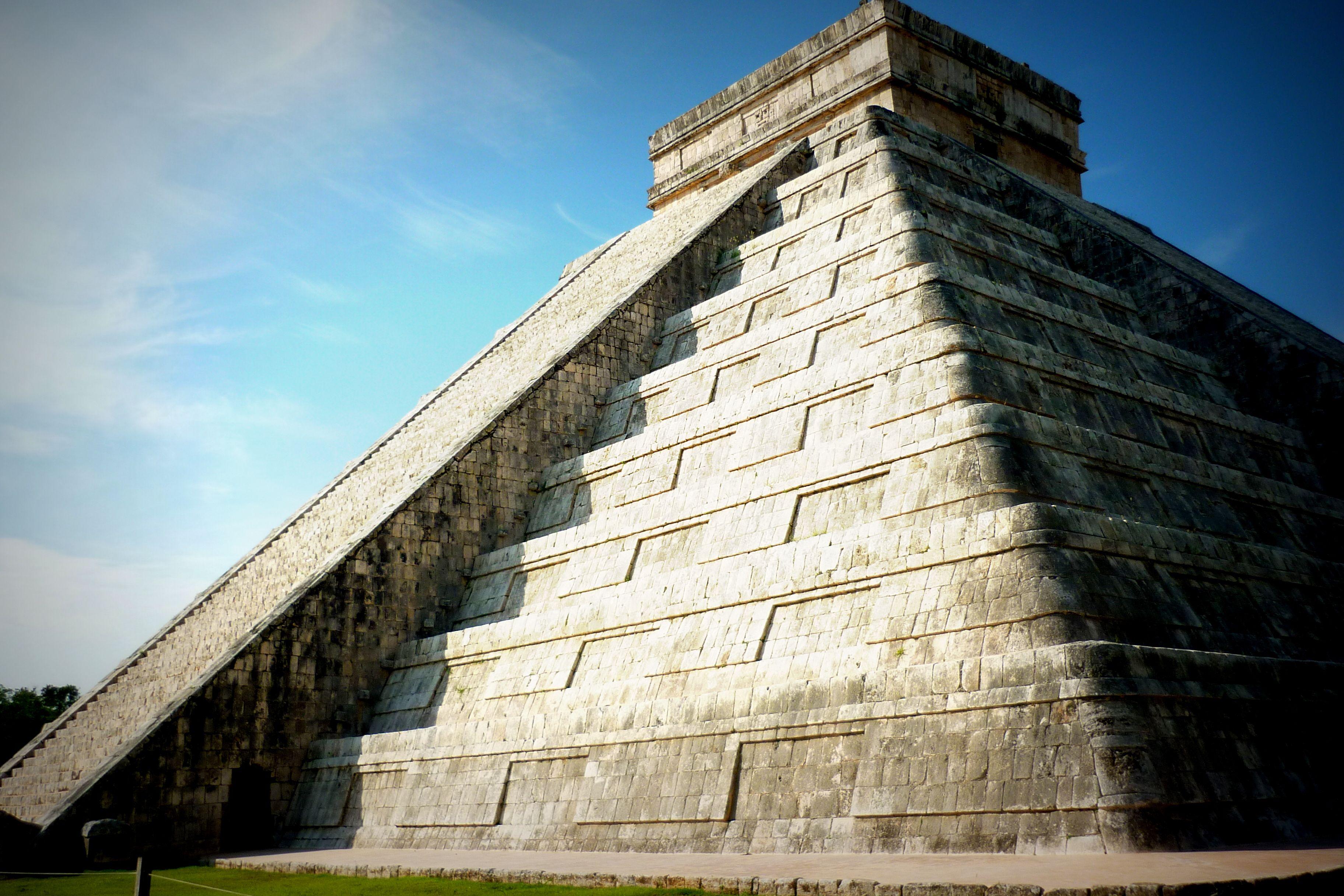 Mexico El Castillo Pyramid Of Kukulcan In Chichenitza  # Muebles Kukulkan