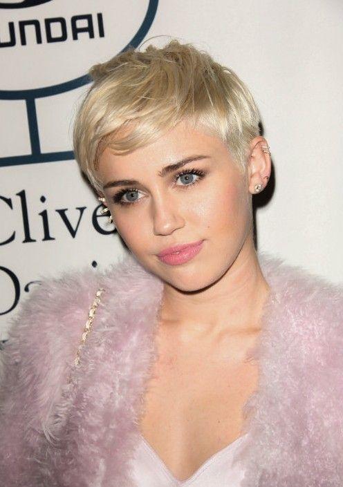 15 Spektakulare Promi Anerkannte Frisuren Fur Frauen Anerkannte Frauen Frisuren Promi Spekta Miley Cyrus Short Hair Celebrity Short Hair Miley Cyrus Hair