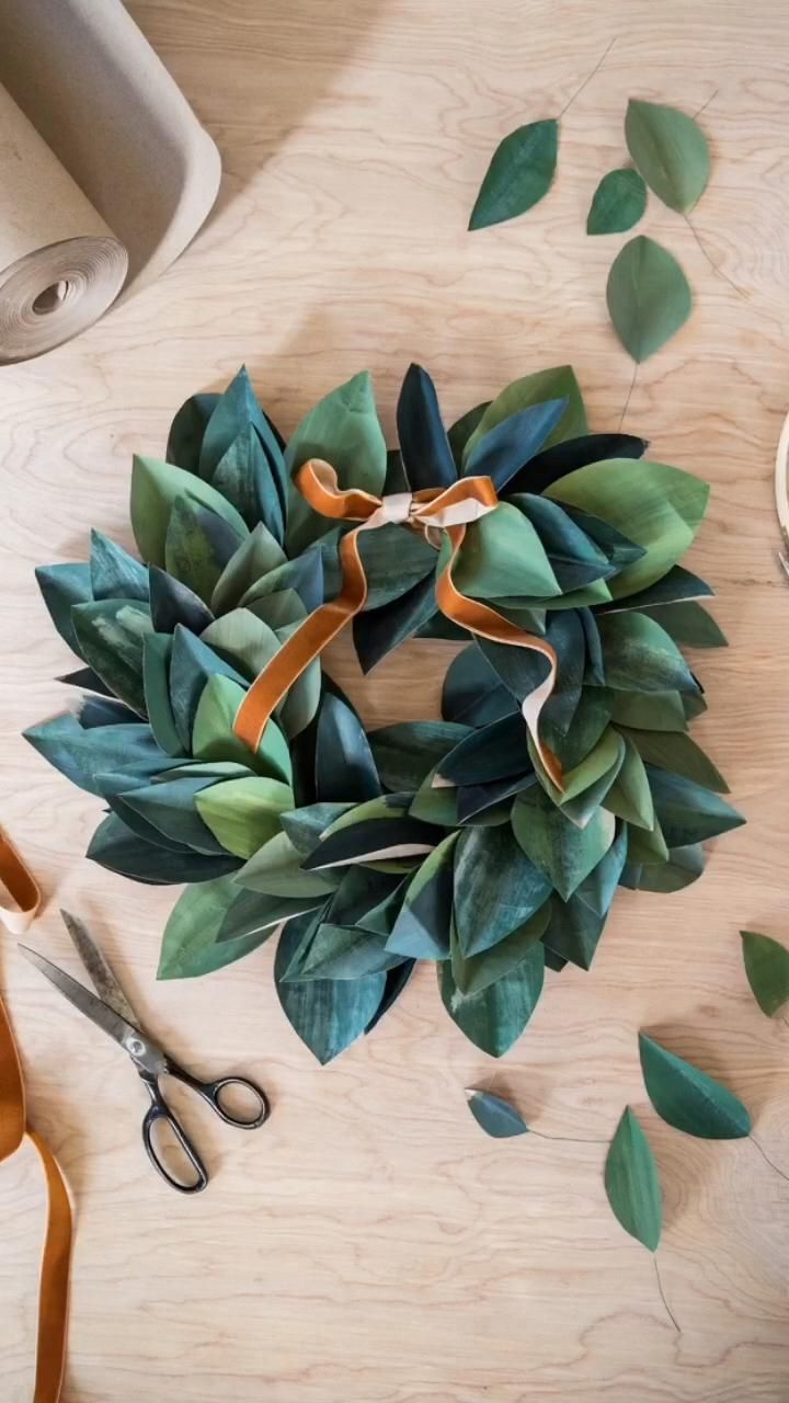 Wrapping paper wreath tutorial