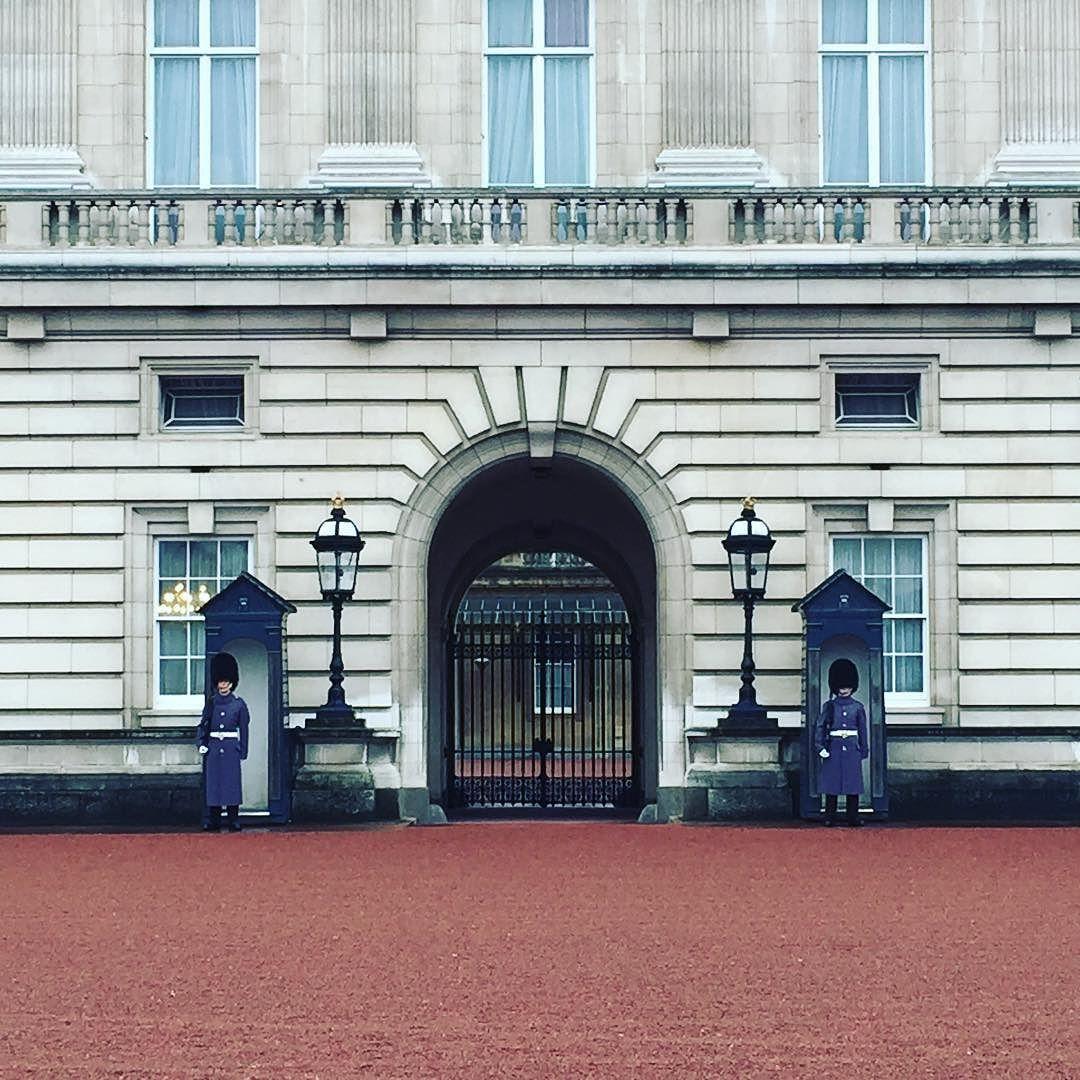 병정ㅋ 인형같다ㅎ #buckinghampalace #유럽 #런던 #나홀로여행 #london by isadesign86
