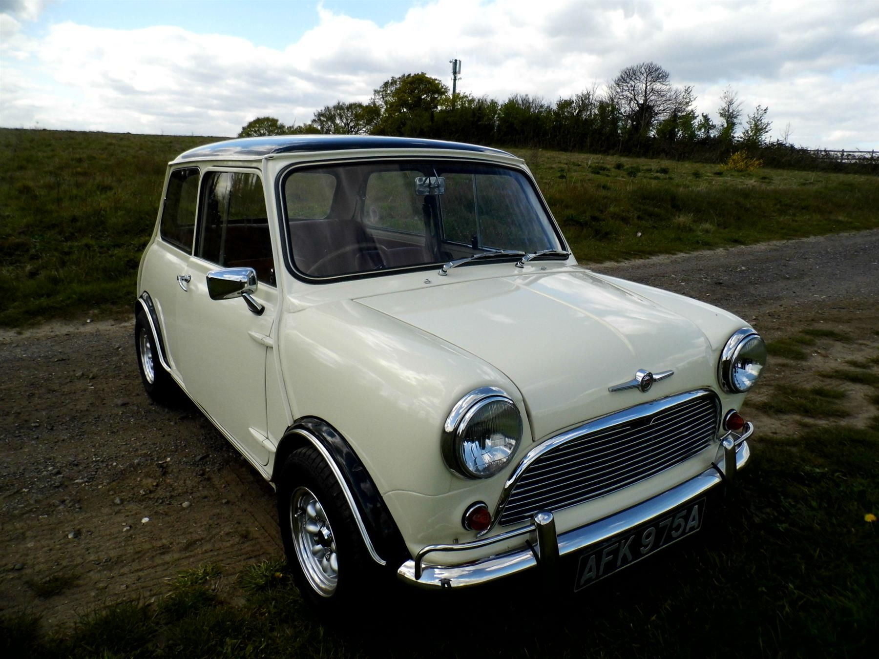 Used 1963 Mini Classic All Mini Classics for sale in Kent from ...