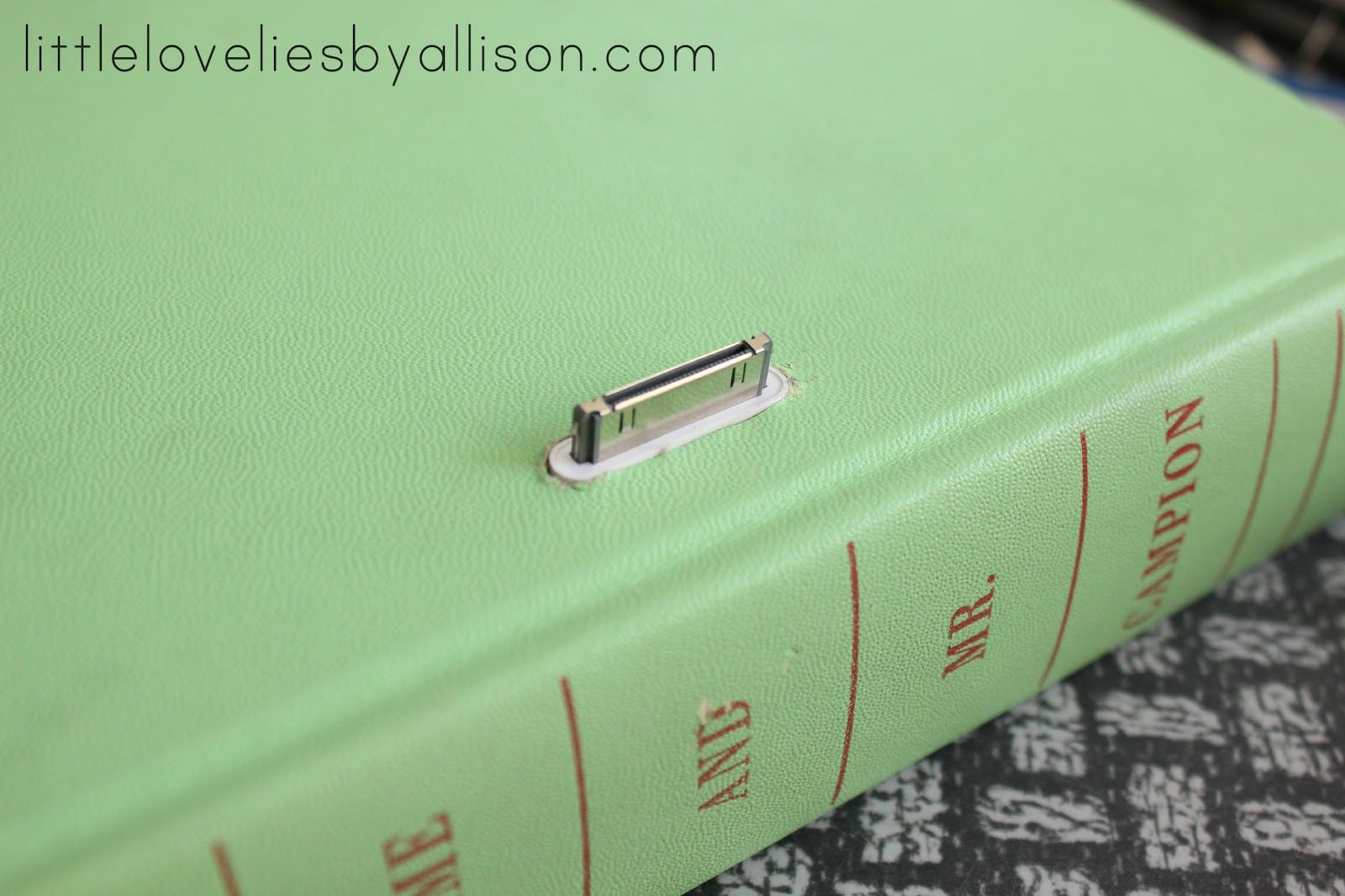 little lovelies: tutorial: diy book iphone dock