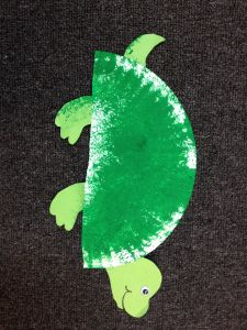 Turtle craft for preschoolers bricolage assiettes en for Turtle arts and crafts