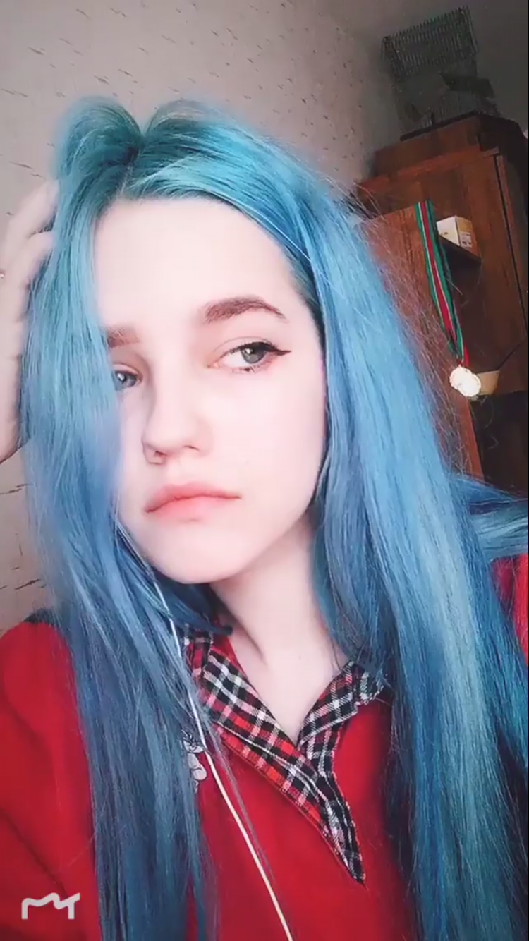 10 E Girl Hairstyles That Will Make You Feel Like A Tik Tok Queen In 2020 Hair Color Streaks Girl Hair Colors Hair Inspiration Color