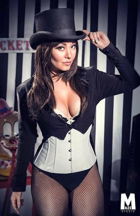 Zatanna Cosplay by Ani-Mia - More at https://pinterest.com/supergirlsart/ #animia #cosplay #girl #dc #comics #zatanna