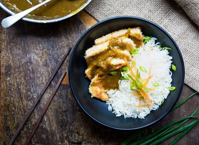 An easy and quick curry loaded with warm ginger and spiced flavour, this crispy tofu Japanese curry is a balanced bowl of goodness.