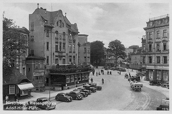 Plac Niepodległości w latach 30-tych.