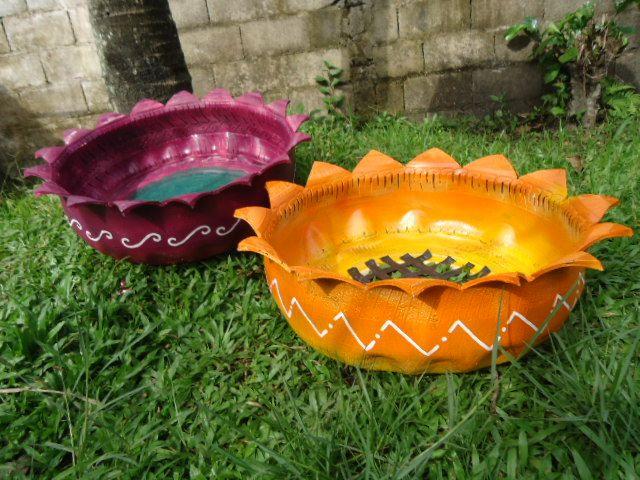 vasos e puffs feito em pneus design moderno e correto pintado a mo estes produtos
