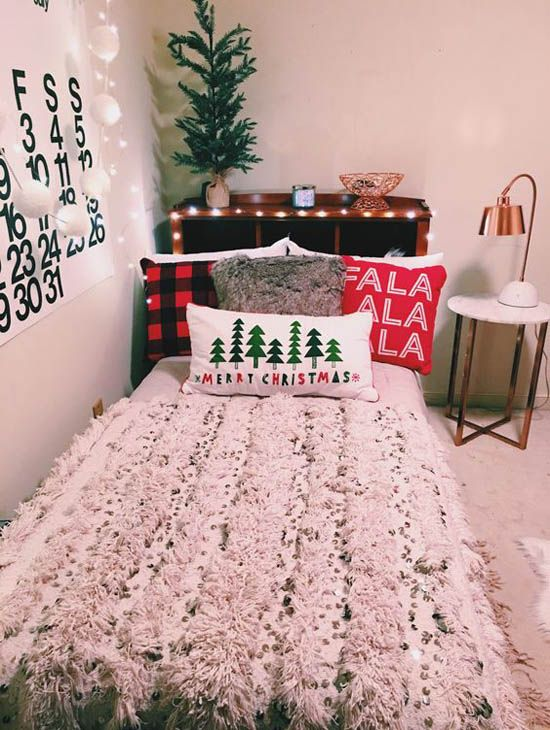35 Mesmerizing Christmas Bedroom Decorating Ideas Holiday Room Christmas Room Christmas Dorm Decorations