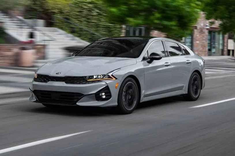 كيا K5 2021 الجديدة تتميز بتقييم ثقة أعلى من المتوسط والكثير من المميزات القياسية لكن بعض المنافسين يتفوقون عليها عندما يتعلق الأمر ب In 2020 Sport Cars Sports Car Kia