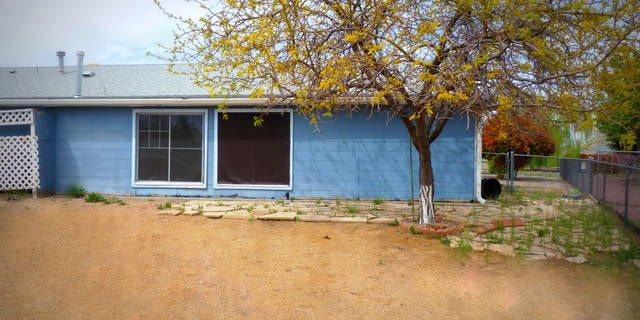 #3bedroom #2bath with 2 wood burning stoves in #PrescottValley #Az. Call us for more information. (928)-533-9413
