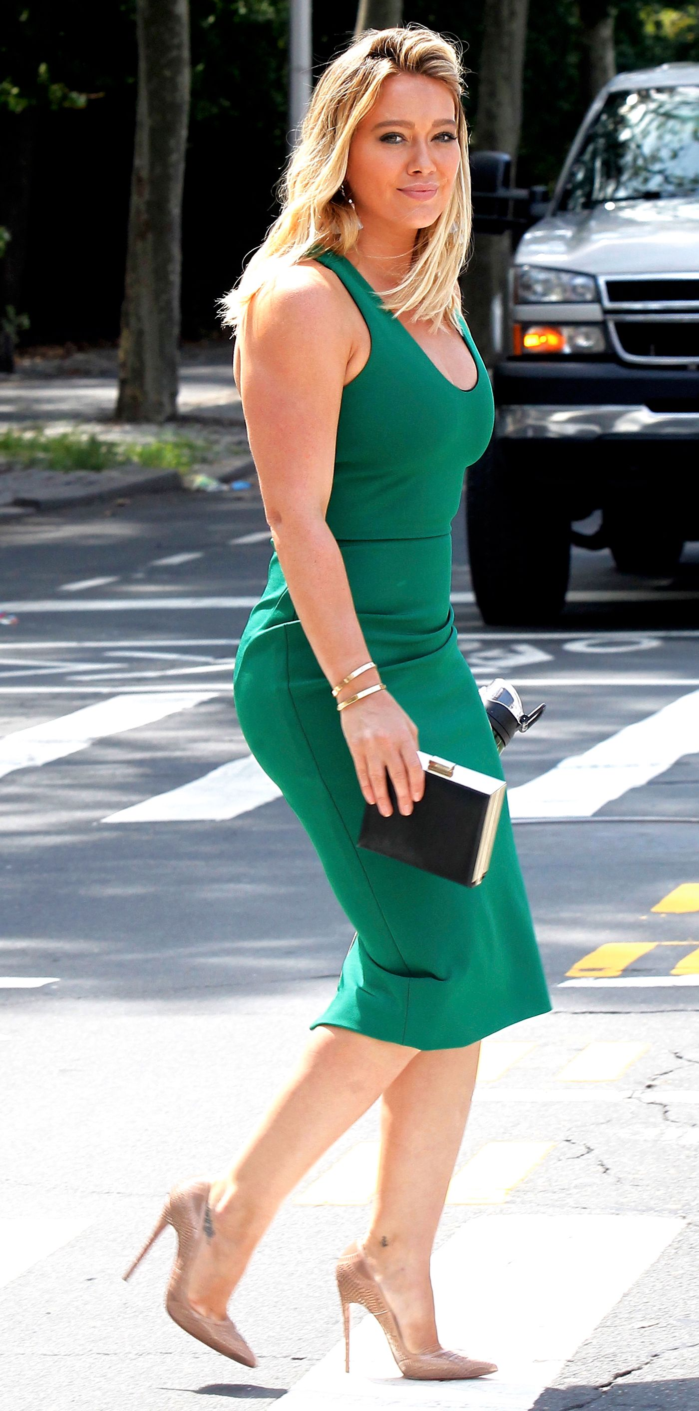 19063e1ba93 Hilary Duff Shows Off Her Curves in a Green
