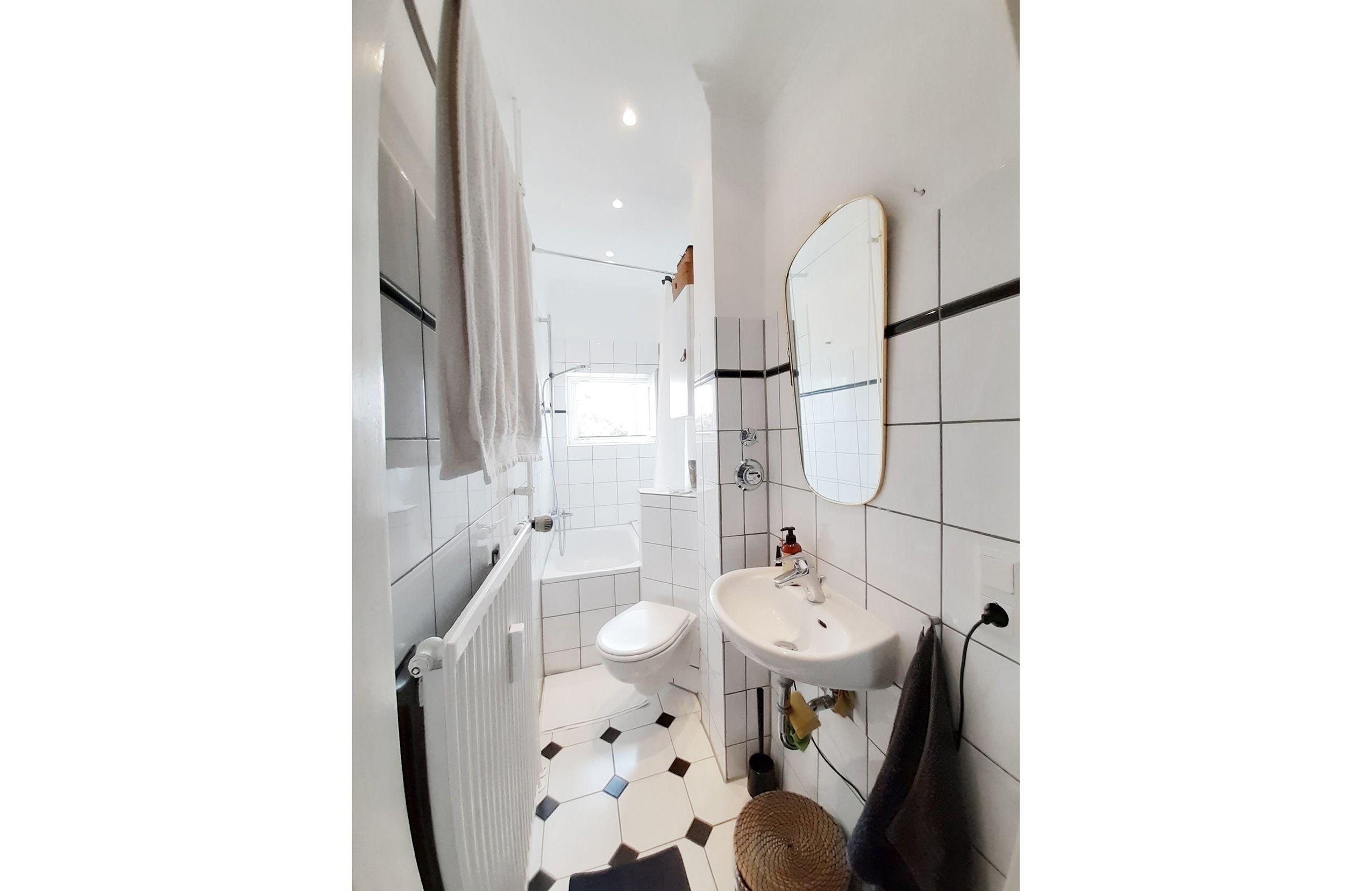 In Altona Nord Findet Ihr Eine Traumhafte Wohnung In Der Sich Dieses Tolle Badezimmer Befindet Trotz Des Schmale Schone Badezimmer Tolle Badezimmer Badezimmer