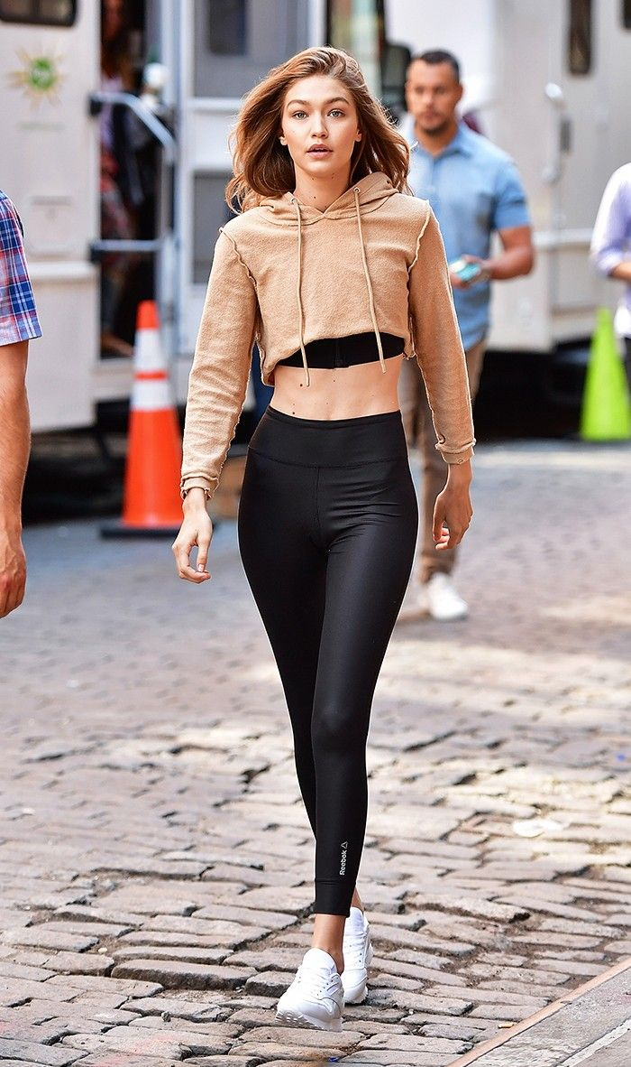 324d05237 6 Ways to Wear Leggings When It s Ridiculously Hot Out