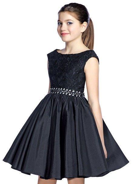 Çocuk Abiye Kıyafet Modelleri Siyah Kısa Kolsuz Dantel Güpür Kumaş Beli Taş Kemerli
