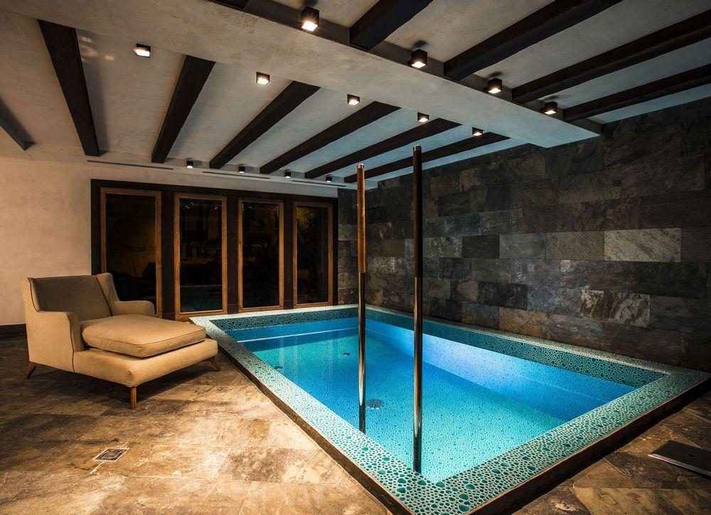 Chalet Ebène - Piscine intérieure chauffée La Mourra Hotel Village - location villa piscine couverte chauffee