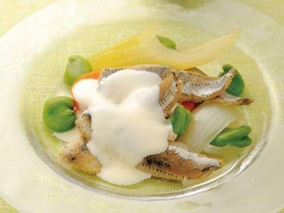 新鮮いわしのマリネ   香味野菜と煮てクセを取ったいわしをマヨソースでいただきます。冷たいほうがおいしい新鮮いわしのマリネです。