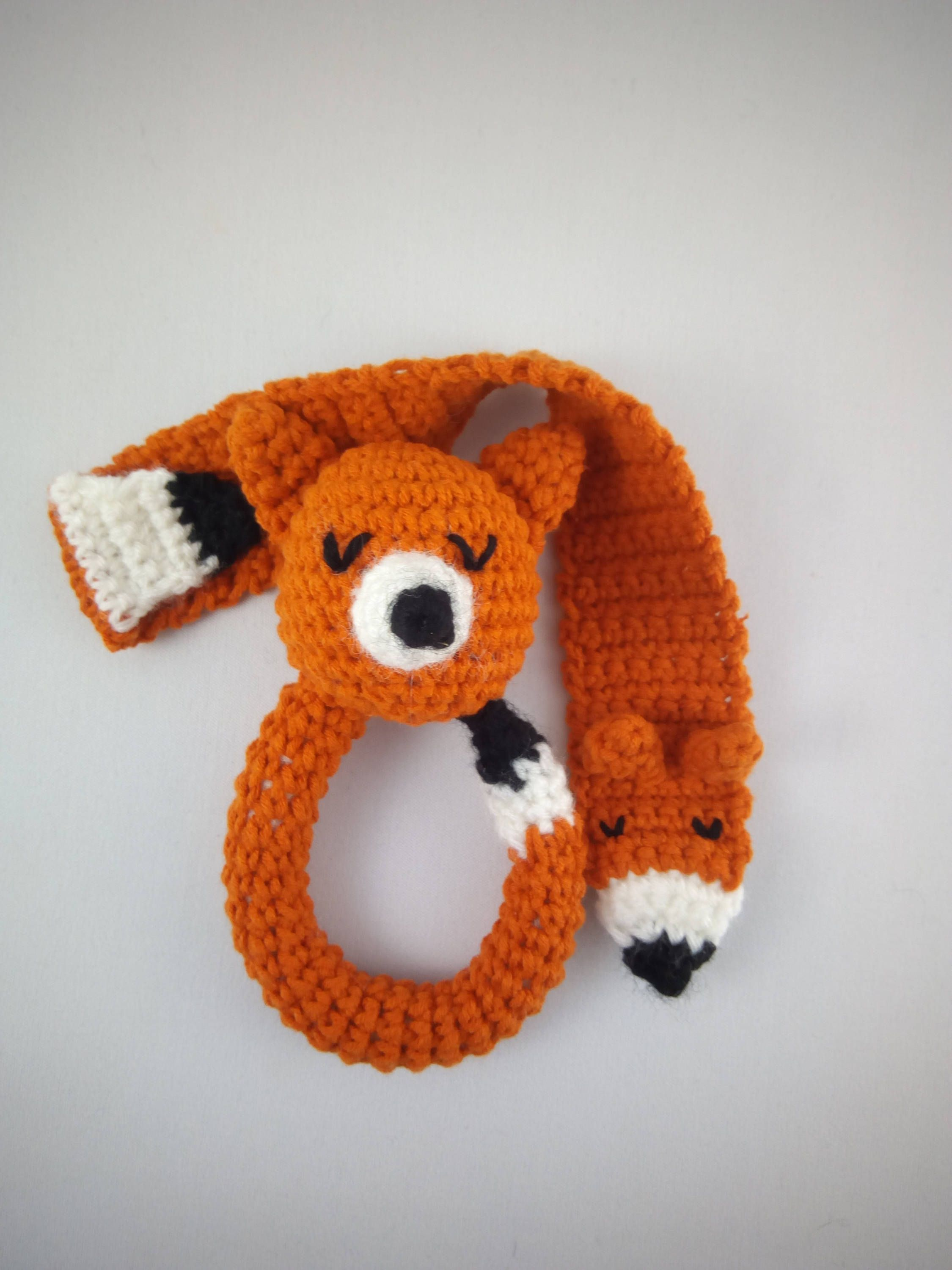 Kit for beginner crochet: rattle Fox and her pacifier attached