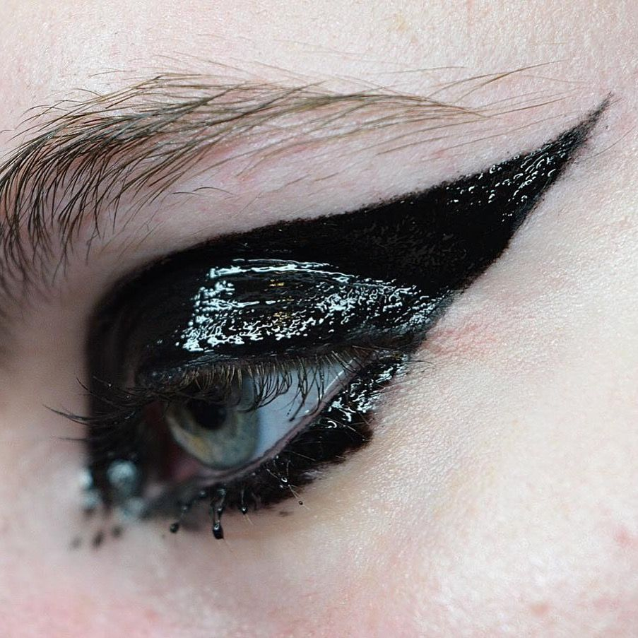 Instagram ʙᴇᴀᴜᴛʏ Sɴᴏʙ Creative Eye Makeup Glossy Eyes