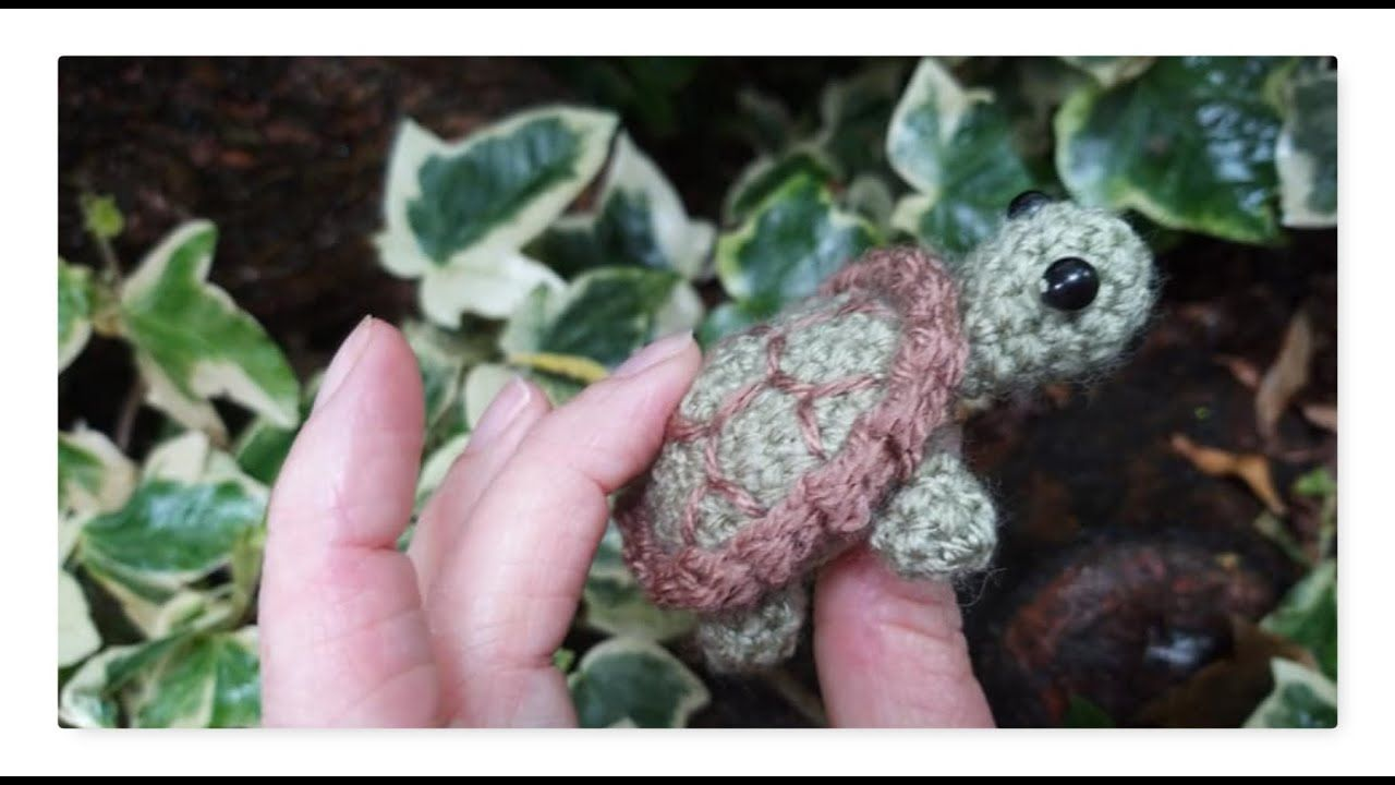 Quick and easy crochet amigurumi turtle tutorial including FREE Pattern by Sara Scales