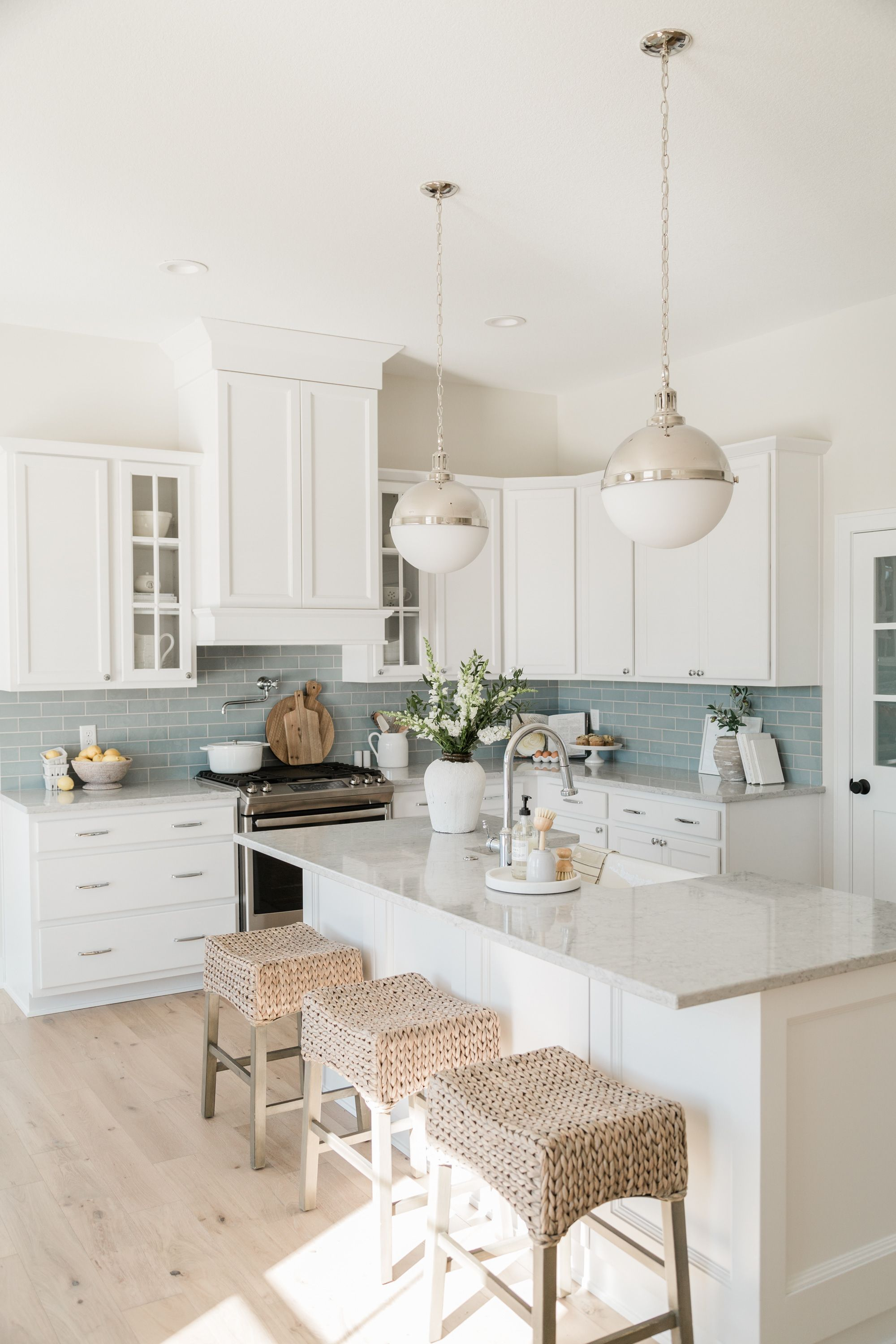 Can I Do This Layout Like The Backsplash Nothing I Dont Like Expect Lights In 2020 Home Kitchens Beach House Kitchens Home Decor Kitchen