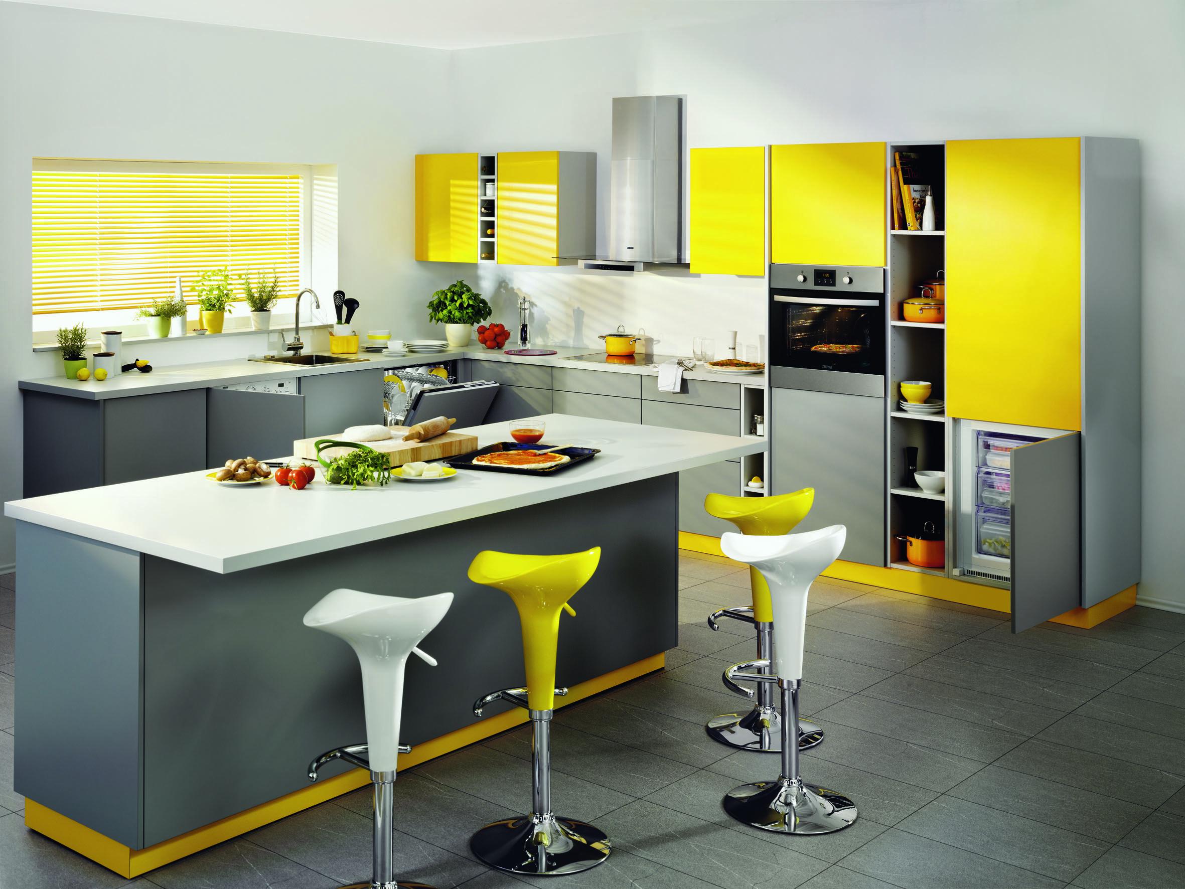 Geel De Keuken : Zanussinl combineert grijs en wit met zonnig geel voor een vrolijke