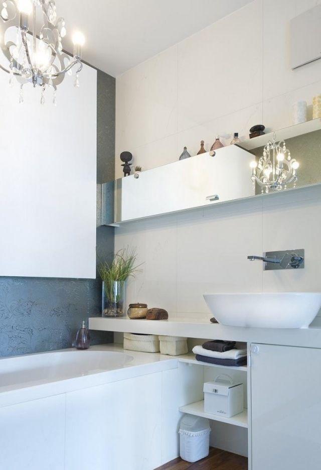 kleines bad modern einrichten badewanne waschtisch regale spiegel fronten wohnung pinterest. Black Bedroom Furniture Sets. Home Design Ideas