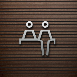 persona o en mostrador / persona q sale de algo cerrado