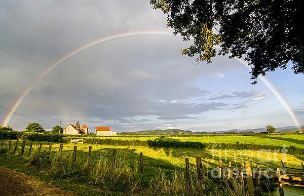 Full rainbow in Burgundy, France ©http://patriciahofmeesterphotography.blogspot.nl