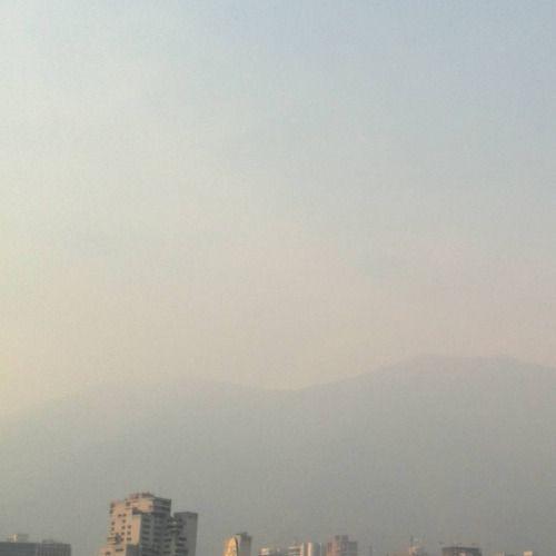 Hoy tarde del 23 marzo 2016 el valle de Caracas y su Avila están cubiertos por calina (en Ccct, Caracas)