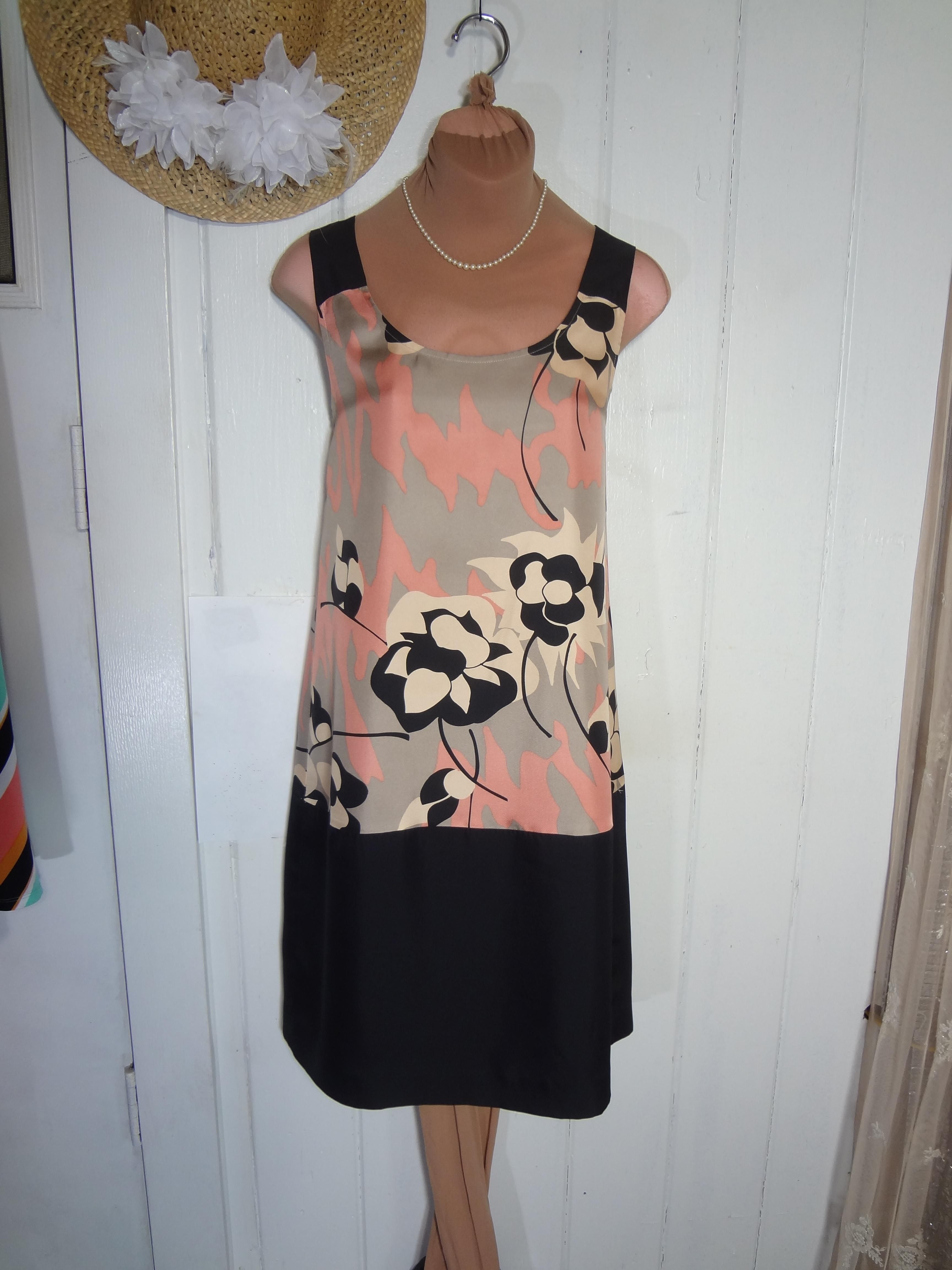 968d8b35356 DKNY Simple Elegance In Dress. Free shipping and guaranteed authenticity on  DKNY Simple Elegance In Dress at Tradesy. The last 2 photos show a similar  DKNY ...