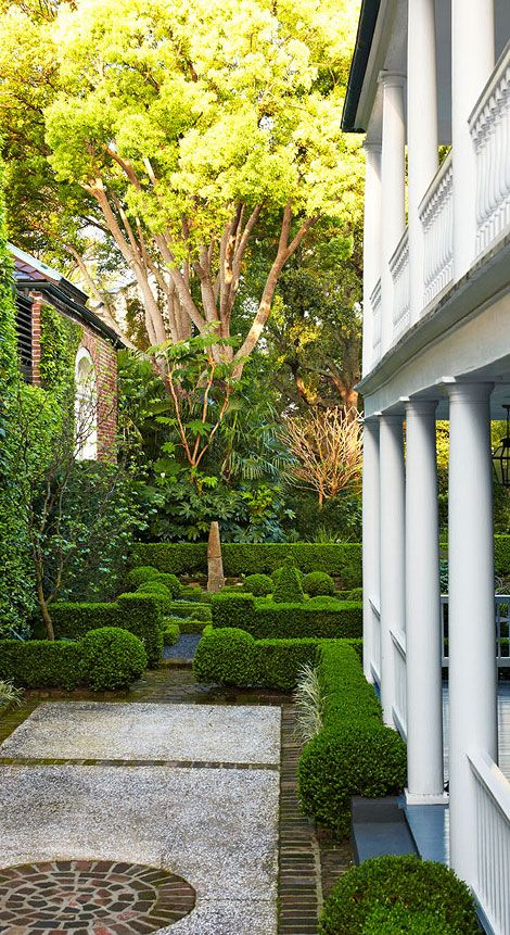 Gorgeous Formal Charleston Garden - Traditional Home