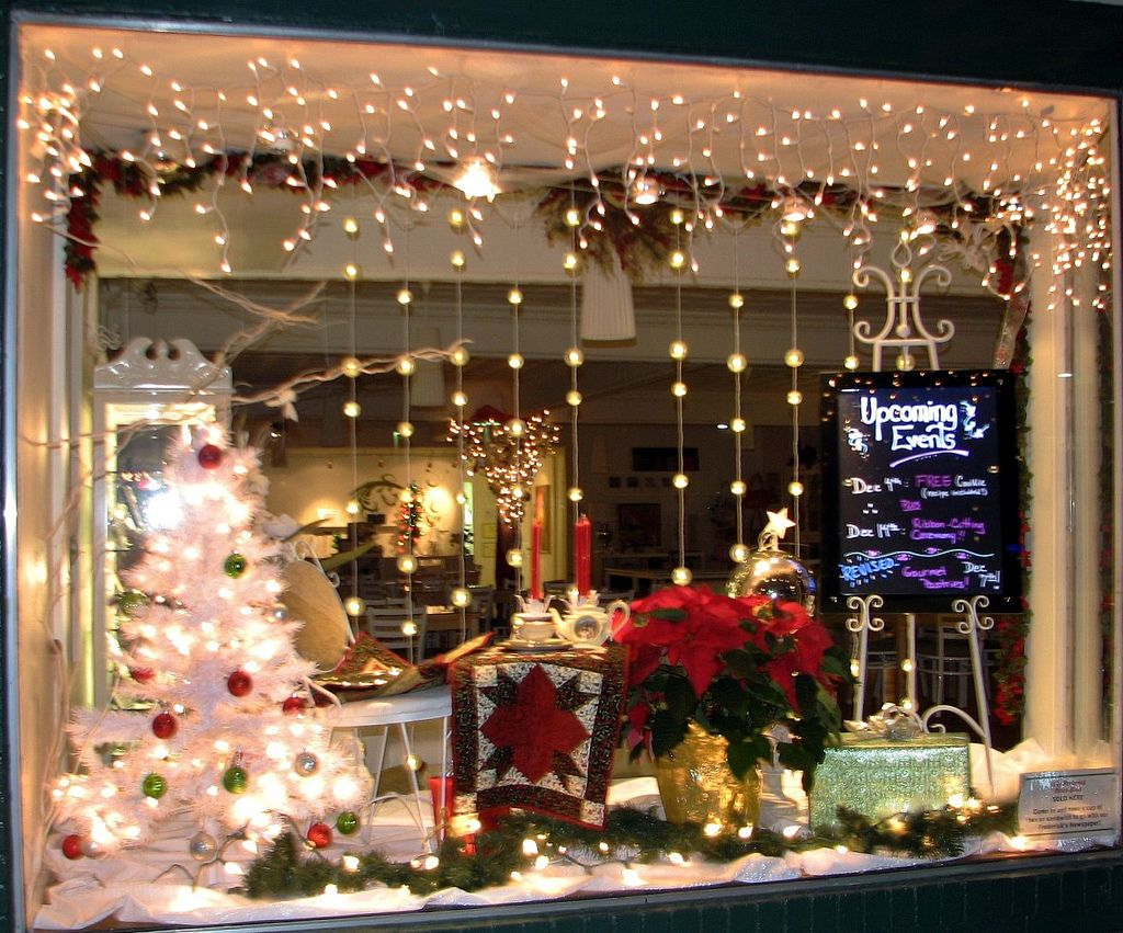 window christmas lights window dizplay. Black Bedroom Furniture Sets. Home Design Ideas