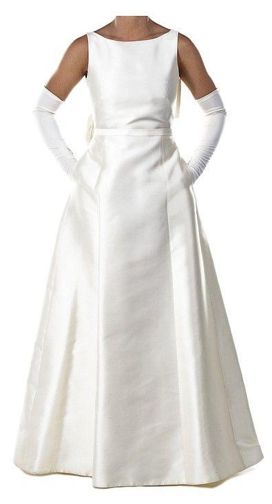 White Satin Wedding Dress And Veil Worn By Emma Pillsbury Played