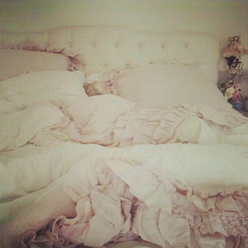 cozy & beautiful shabby chic bedroom