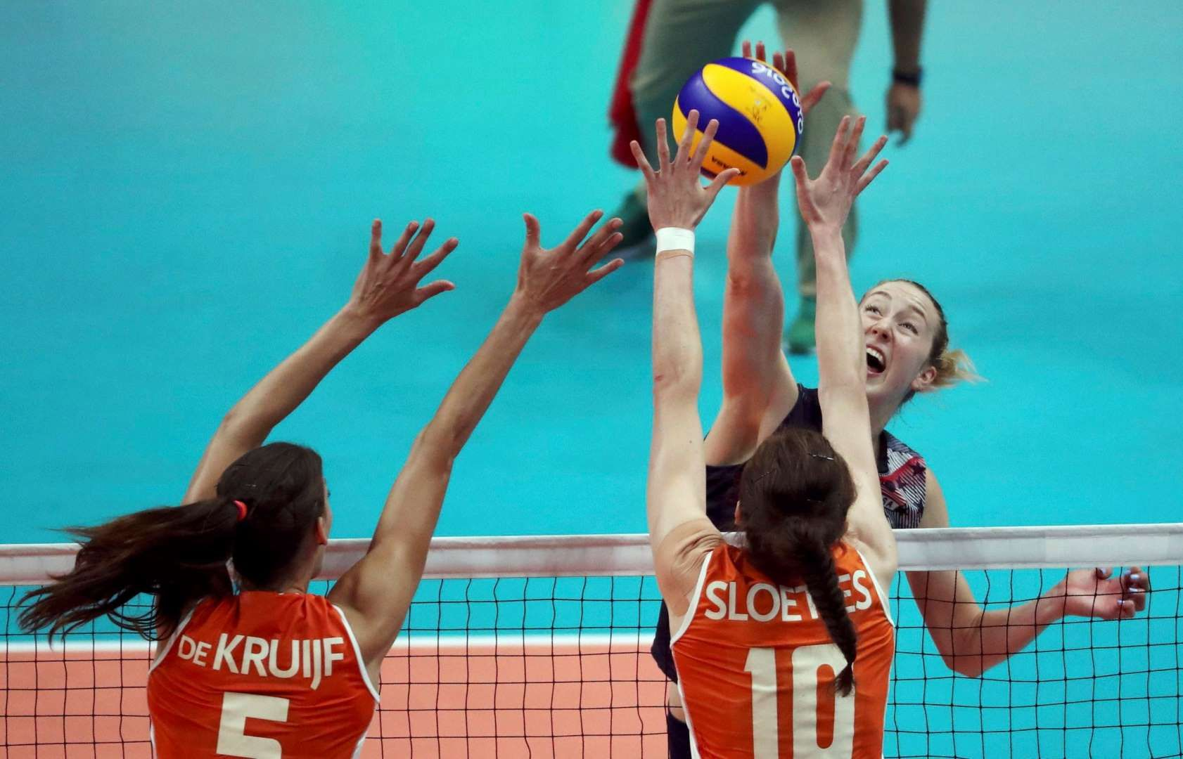 Queen Of The Hill Kimberly Hill Of The United States Spikes As Robin De Kruijf And Lonneke Sloetjes Of The Ne Summer Olympics 2016 Olympics Summer Olympics