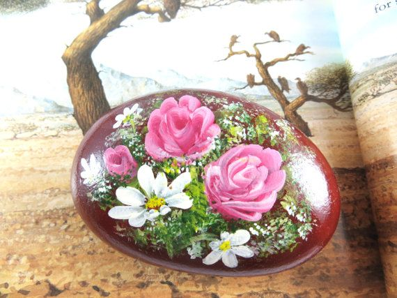 Pintadas a mano rosas y lirios