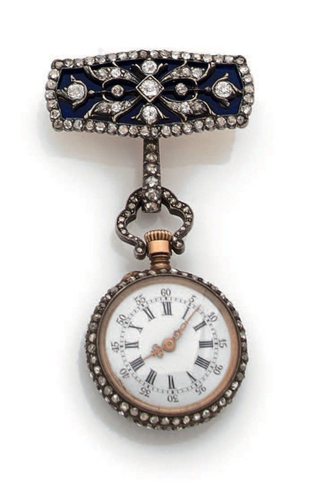 PETITE MONTRE DE COL en argent, cadran rond agrémenté de diamants taillés