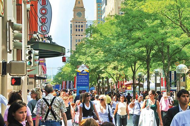 Discover The Street Mall Located In Downtown Denver Mile Long Pedestrian Friendly Is Packed With Ping Restaurants And Attractions