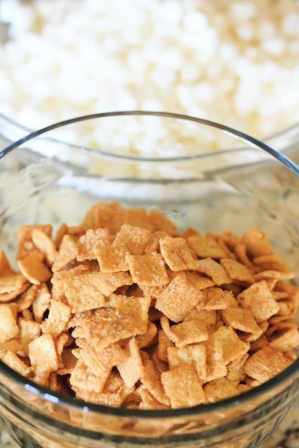 Cinnamon Toast Crunch Marshmallow Treats #marshmallowtreats A riff on the popular Rice Krispie Treats... a marshmallow cereal treat made with Cinnamon Toast Crunch cereal. #cinnamontoastcrunch Cinnamon Toast Crunch Marshmallow Treats #marshmallowtreats A riff on the popular Rice Krispie Treats... a marshmallow cereal treat made with Cinnamon Toast Crunch cereal. #cinnamontoastcrunch Cinnamon Toast Crunch Marshmallow Treats #marshmallowtreats A riff on the popular Rice Krispie Treats... a marshma #cinnamontoastcrunch