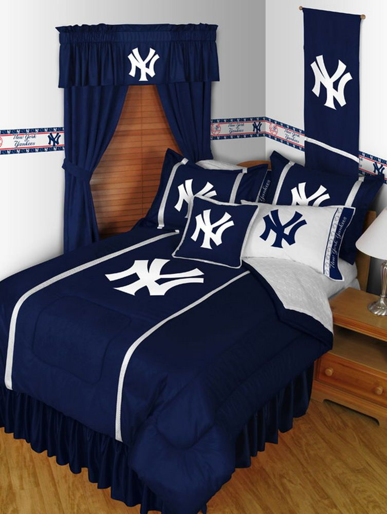 New York Yankees Comforter And Sham Twin Full Queen King Size Sets Sportscoverage Yankee Bedroom Yankee Room Ny Yankees Room