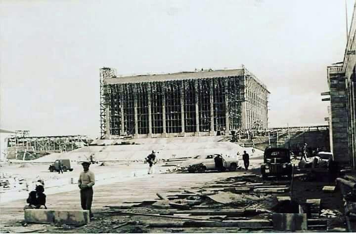 Anıtkabir 'in inşaatı ise 9 Ekim 1944'de görkemli bir temel atma töreni ile başladı. Anıtkabir'in inşası 9 yıllık bir süre içinde 4…   Ankara, Büyük adamlar, Şehir